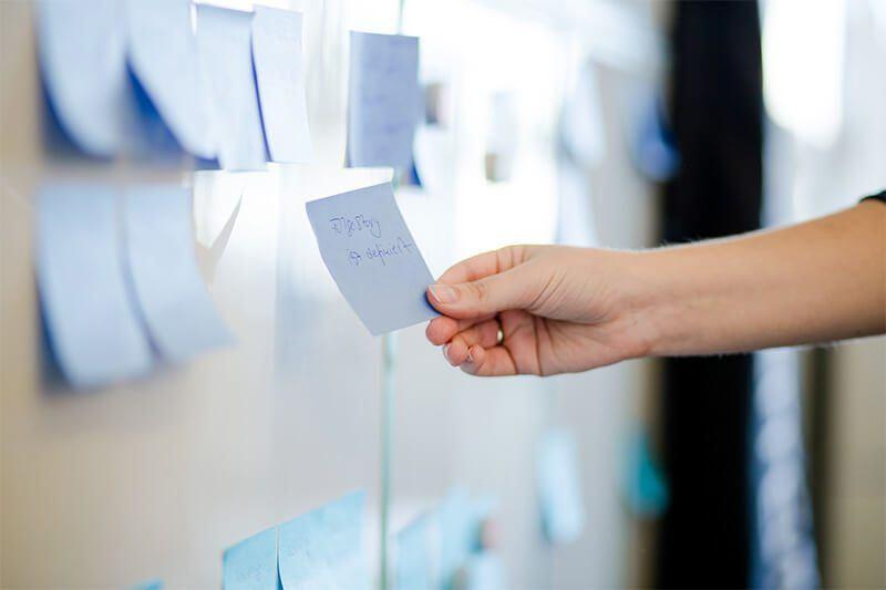 Scrum im Content-Marketing: Auf dem Scrum-Board werden beim täglichen Daily Scrum die Aufgaben für den Sprint dokumentiert.